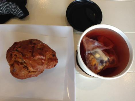 pumpkin-muffin-and-tea